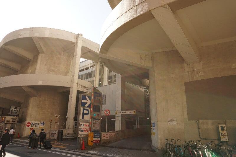 新幹線博多駅4F駐車場
