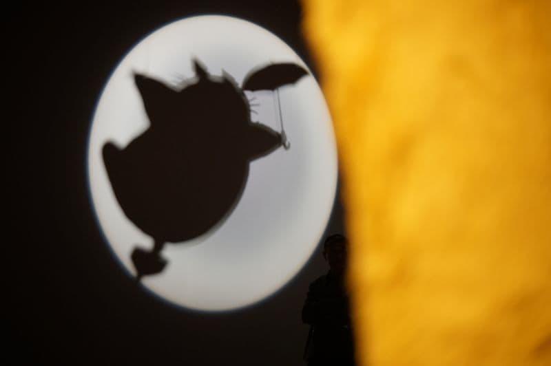 ジブリの大博覧会のネコバスから覗くトトロ