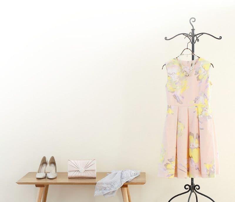 結婚式や二次会のドレスは購入するかレンタルするか